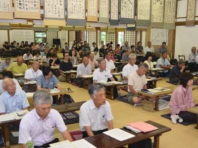 信濃木崎夏期大学が開講 県内外の200人、熱心に耳傾け