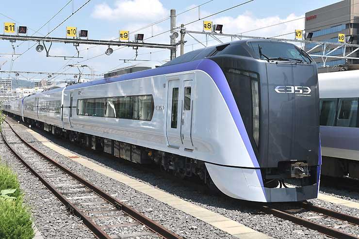 中央線の特急列車として新しく投入される予定の車両=2日、松本市深志の松本車両センター