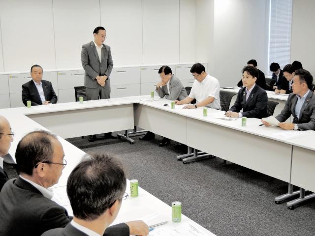 北陸新幹線金沢-福井の先行開業実現に向けた方策を議論した与党検討委=18日、衆院議員会館