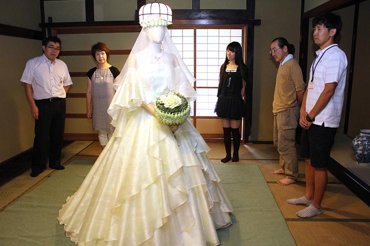 数納邸に展示されたウエディングドレス