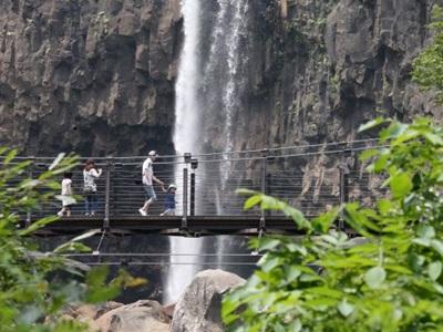 [夏休みローカル線の旅]惣滝、苗名滝(妙高市) 心打たれる圧巻の眺め