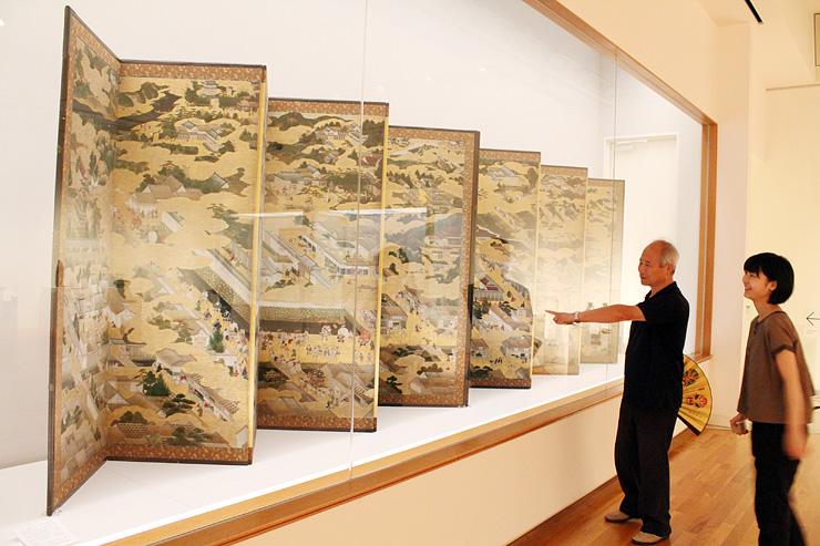 県内では6年ぶりに公開された洛中洛外図屏風=高岡市美術館