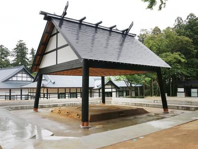 弥彦神社の相撲場完成 横綱日馬富士関が土俵入りへ