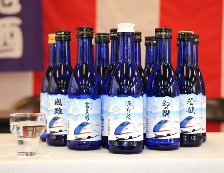 富山土産として人気を集め、増産することが決まった北陸新幹線ラベルの地酒