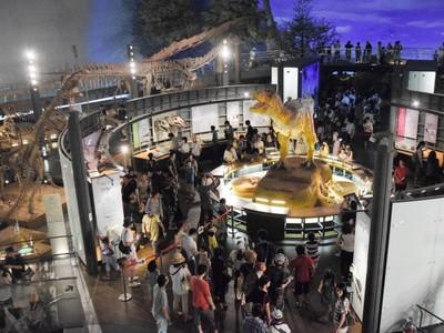 福井県立恐竜博物館、リピーター続出のワケ 開館15年でも入館者数は右肩上がり