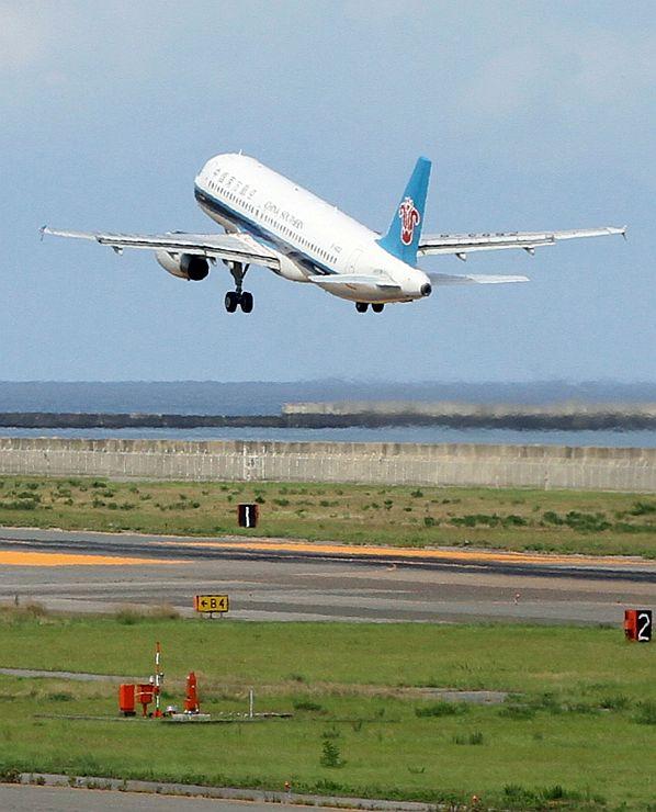 ハルビンに向かう中国南方航空の飛行機=新潟空港
