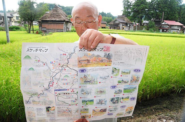 スケッチにおすすめのスポットを載せた地図と荻ノ島の風景=柏崎市高柳町荻ノ島