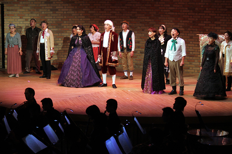 「フィガロの結婚」を上演したオペラ・ルスティカーナの2013年の舞台