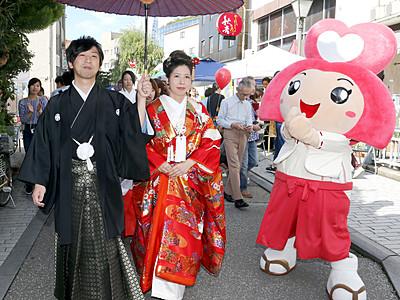 花嫁行列華やかに 金沢市の香林坊・片町で縁結びまつり