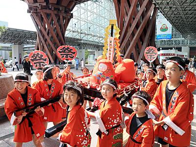 「加賀八幡起上り」が神輿に 金沢市此花の住民が披露