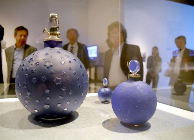 ルネ・ラリックが手掛けた香水瓶などを紹介する企画展=福井市美術館