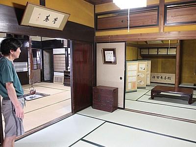 新発田・米倉 土間や漆黒の梁 古民家改修、観光拠点に 来月オープン