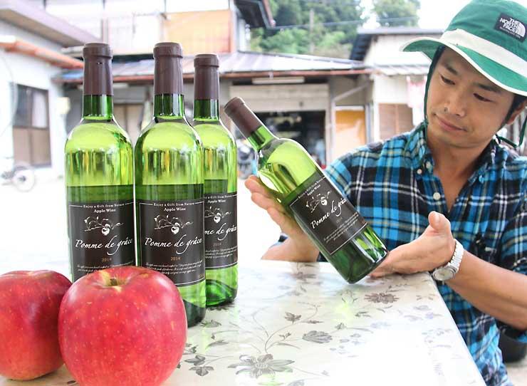 湯沢さんが栽培したリンゴ「サンふじ」を原料に醸造したワイン