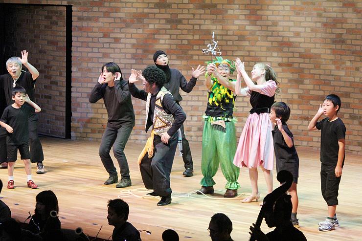 山梨の愛好家グループと黒部の子どもたちが共演したオペラ「魔笛」