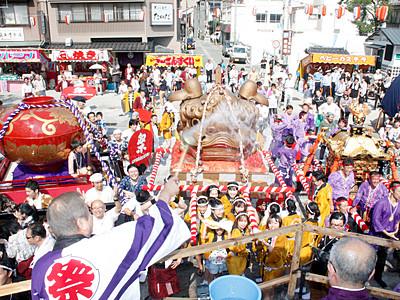 湯女みこし、温泉街に活気 加賀市山中温泉でこいこい祭