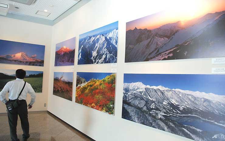 北陸新幹線沿線の山を紹介する写真展