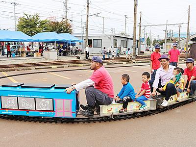 ミニドラえもんトラム人気 万葉線・電車まつり