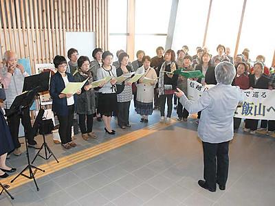 飯山―高岡、音楽がつなぐ縁 飯山駅周辺で合唱交流
