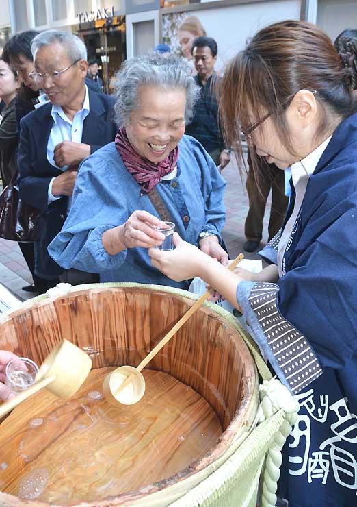 「飯田の地酒」喜久水酒造のたる酒も人気