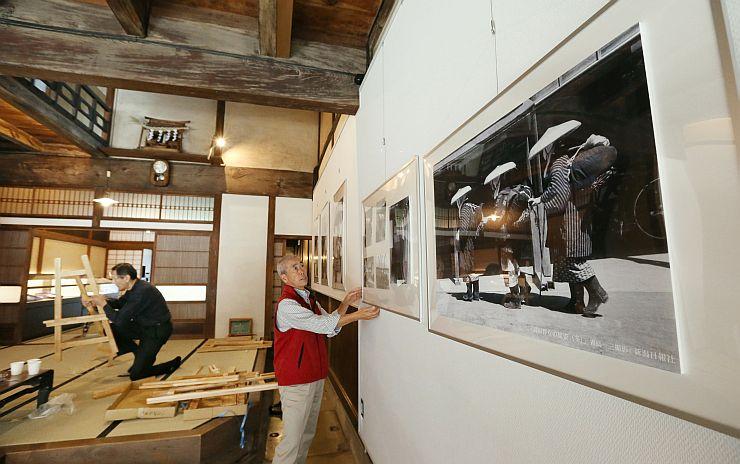 11月3日の開館に向け準備が進む「瞽女ミュージアム高田」=27日、上越市東本町1