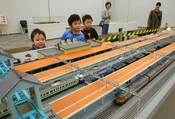 昔の長岡駅が再現された鉄道模型イベント=1日、長岡市