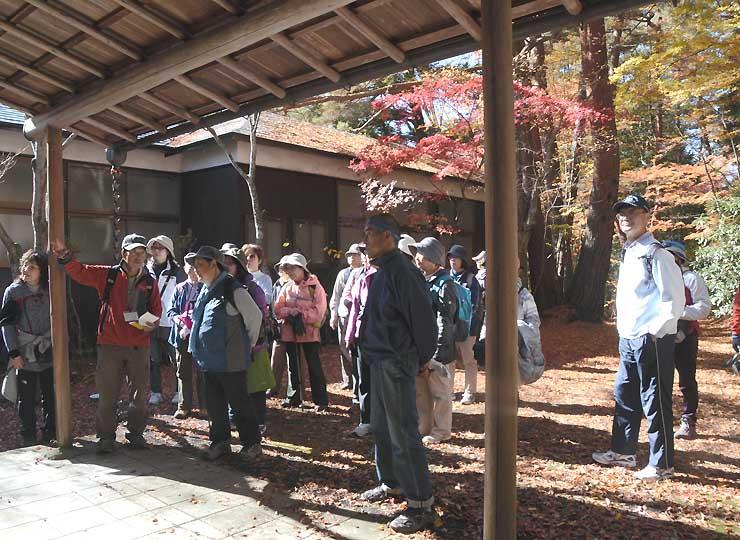 白林荘を訪ねた参加者たち