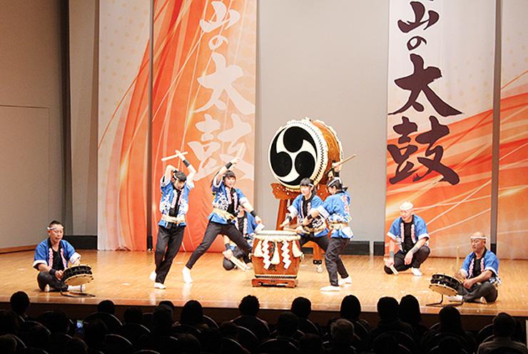 迫力ある演奏が繰り広げられた「富山の太鼓」=アイザック小杉文化ホール