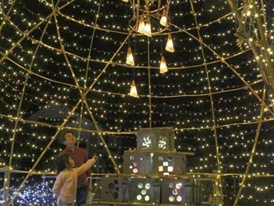 商店街に光のトンネル 阿賀野でフェス 安田瓦や竹籠飾る