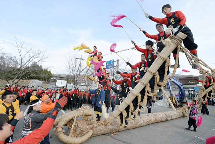 声を合わせメドデコに乗る練習をする富士見町の境・本郷・落合地区の氏子たち