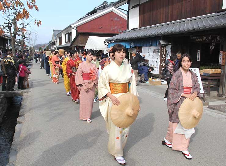海野宿ふれあい祭で練り歩いた着物姿の行列