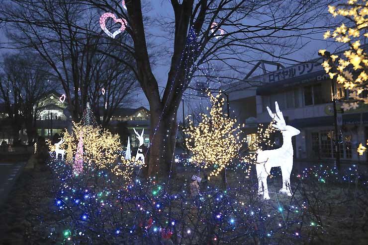 軽井沢駅北口周辺に飾られているイルミネーションの試験点灯