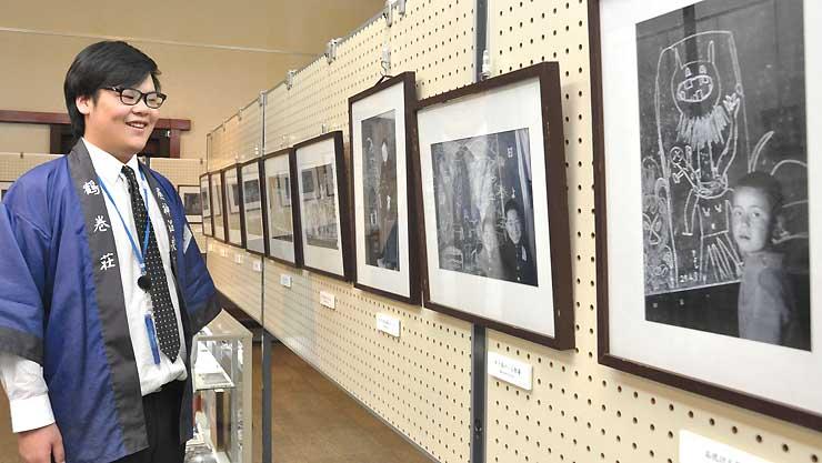 昭和の子どもたちが黒板に描いた落書きを記録した写真展
