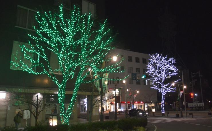 松本山雅のチームカラー緑色などに彩られた大名町のイルミネーション