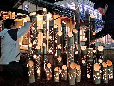 竹灯り1300本が温泉街を彩る あわら開湯130年祭