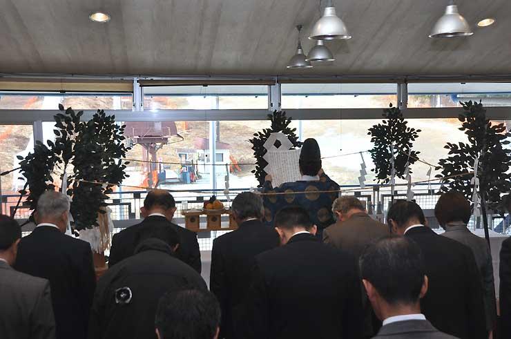 駒ケ根高原スキー場の屋内施設で開いた安全祈願祭