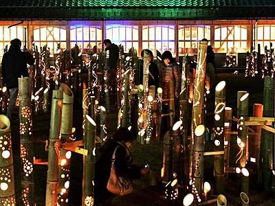 温泉街に幻想「竹灯り」 あわら・開湯130周年祭 13日閉幕