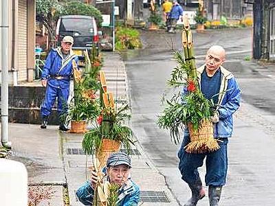 「門松のまち」PR 福井・大安禅寺 参道に住民ら30基