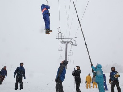安全なスキー場に 消防署員ら救出訓練 安塚・キューピットバレイ