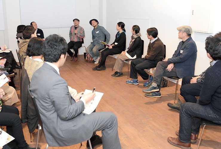 創作活動などについて語る長野、金沢市のゆかりの作家たち(右列)
