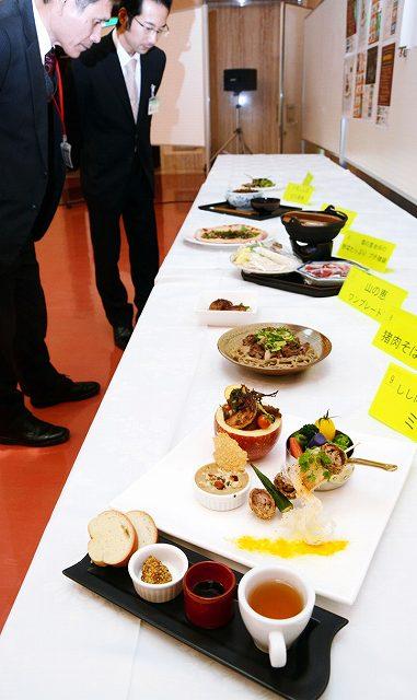 「丹南ジビエぐるっとフェア」で提供されるメニュー=18日、福井県の鯖江市嚮陽会館