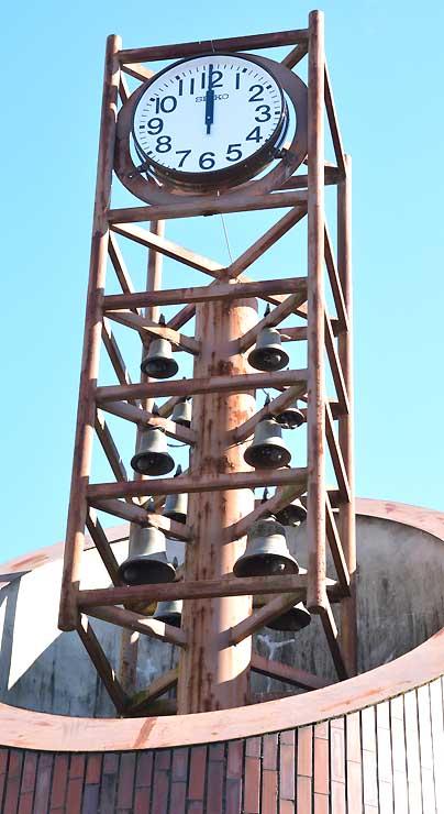 再び音楽を奏でるようになったカリヨンが付いた時計塔