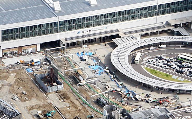 南口駅前広場の未完成エリア(中央)。画面上が北になる=今年10月5日、JR富山駅前