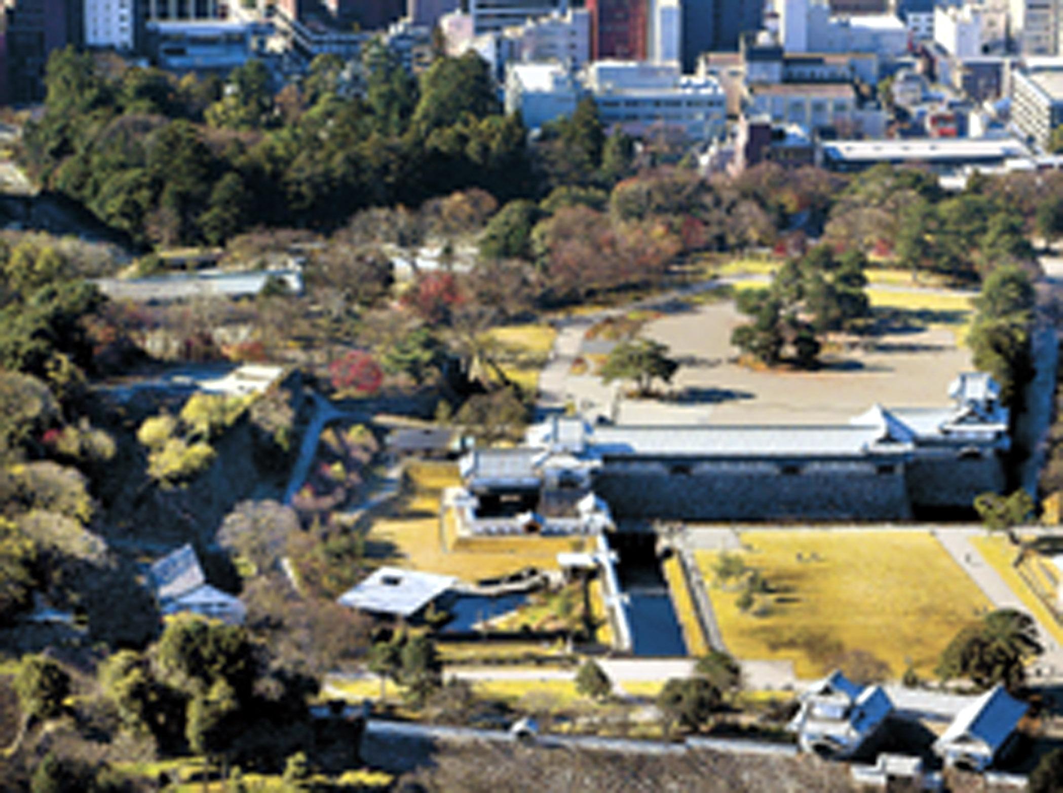 鶴の丸休憩所が再整備される金沢城公園=12月、北國新聞社ヘリ「あすなろ」から