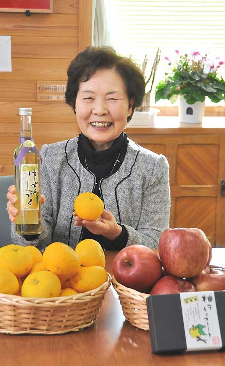泰阜村産のユズを使ったワインを開発した中島さん