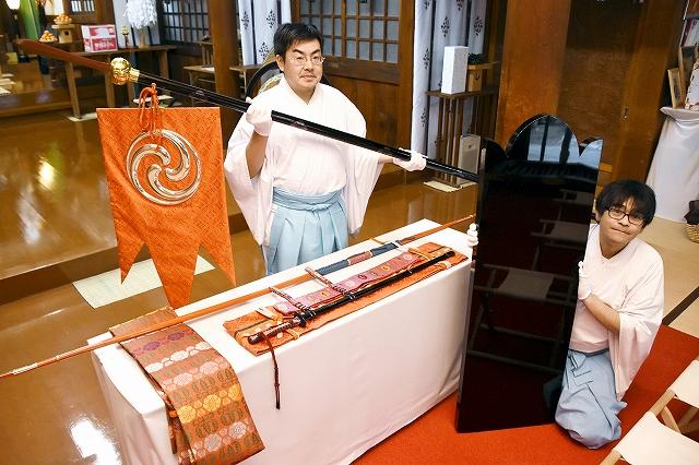 1993年の式年遷宮で伊勢神宮に納められ、藤島神社に贈られた奉物=25日、福井市毛矢3丁目の同神社