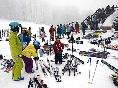 スキー場、雪よもっと 県内冬型気圧、何とかオープン