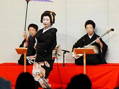 芦原温泉の芸妓が新春舞踊 お座敷遊び体験も