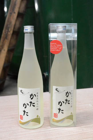 3年目を迎えた純米吟醸酒「かたかた」=越前市余田町の片山酒造