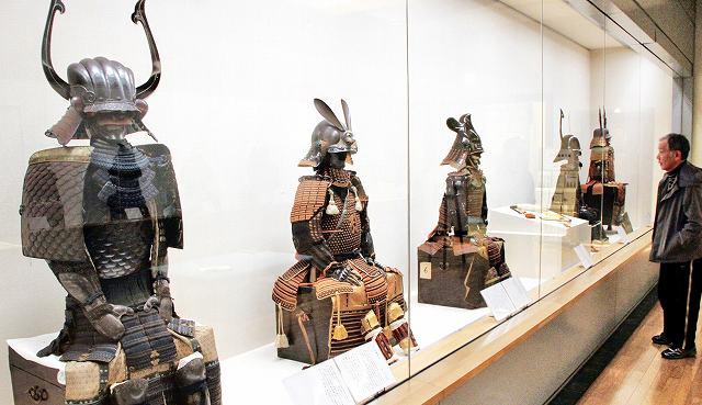 時代ごとの甲冑の変遷が分かる展示会=6日、福井市立郷土歴史博物館