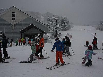 下越のスキー場も滑走可能に 待望の雪ようやく